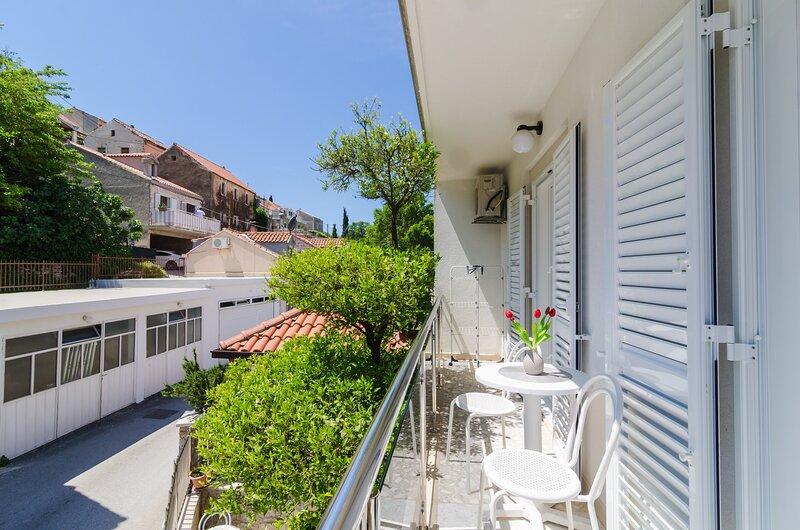 Apartments & Rooms Barišić - Standard One-Bedroom Apartment, location de vacances à Kupari