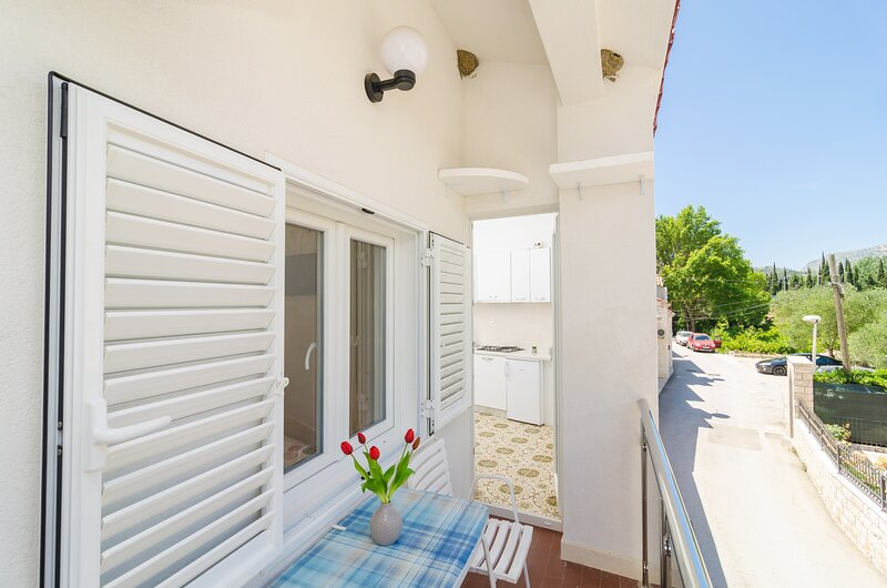 Apartments & Rooms Barišić - Comfort One-Bedroom Apartment, location de vacances à Kupari
