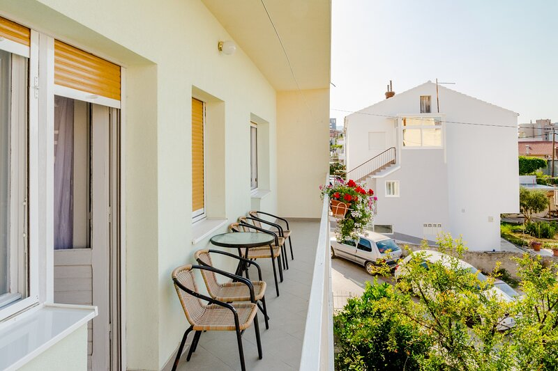Apartment Marko (ST) - Three Bedroom Apartment with Balcony and Garden View, holiday rental in Vranjic