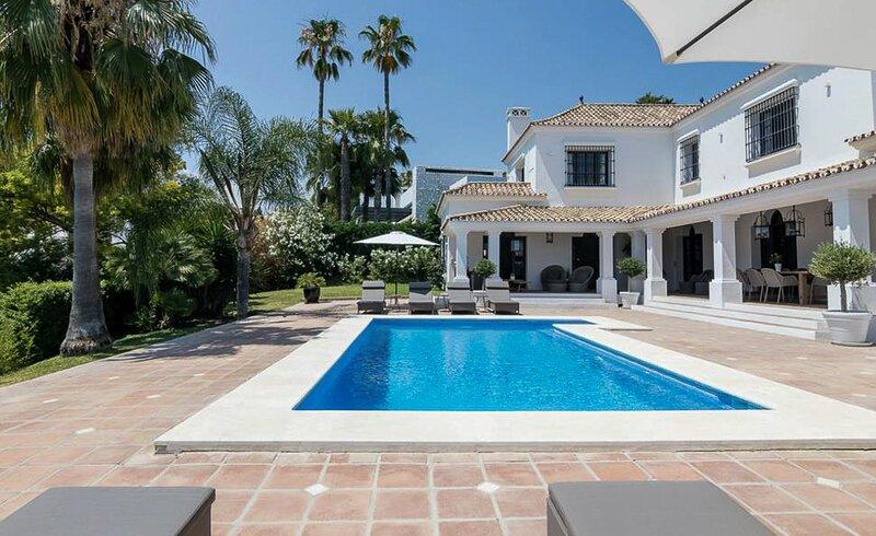 El Angel Villa Sleeps 8 with Pool and Air Con - 5833913, alquiler vacacional en Istán