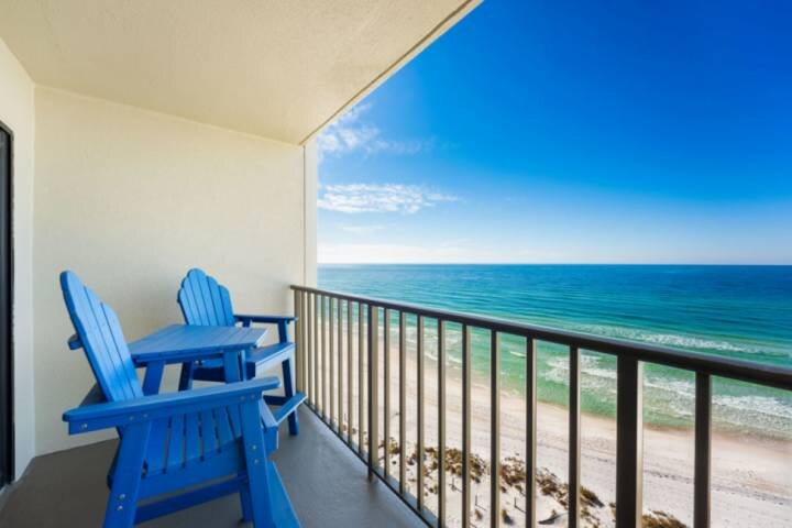 NEW LISTING! 1BR Gulf Front, Full Kitchen, FREE Beach Chairs Daily, WiFi & FREE, holiday rental in Parker
