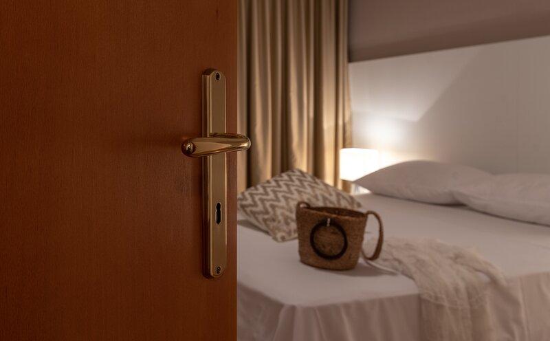 Economy room Dalia (102) with shared pool near beach and Trogir - EOS CROATIA, holiday rental in Gornji Seget