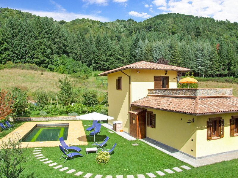 Villetta,  private pool, great views, WIFI, walk to restaurant! Ideal 2 couples., casa vacanza a Naggio
