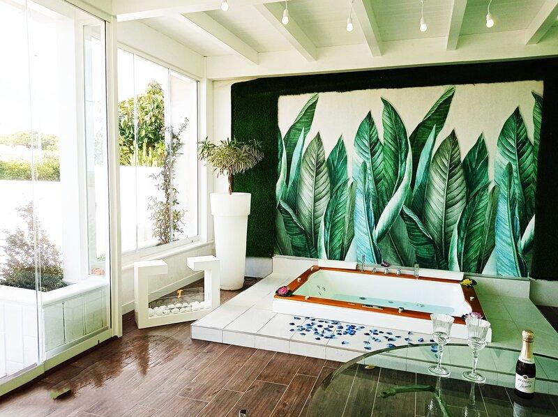 Suite con vasca idromassaggio 'ALTA MAREA'- Villa La Perla Sul Mare, holiday rental in Marina di Pulsano