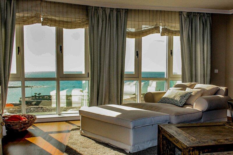 Ocean View | A luxury frontline apartment in the heart of Arrecife, casa vacanza a Arrecife