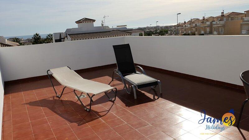 La Cinuelica R14, 1st flr apmt comm pool L126, holiday rental in La Florida