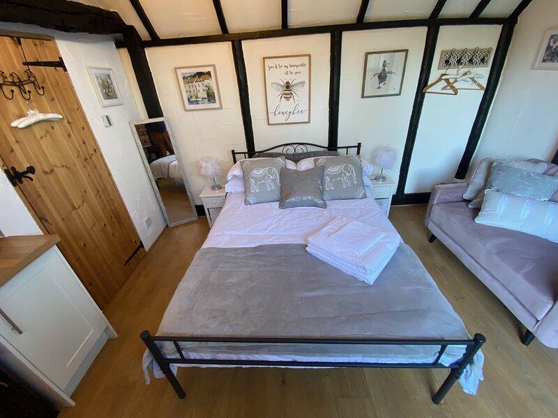 Windsor / Ascot / Bracknell Beautiful Barn, holiday rental in Warfield