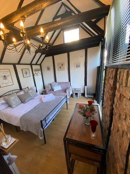 Windsor / Ascot / Bracknell Beautiful Barn, holiday rental in Bagshot