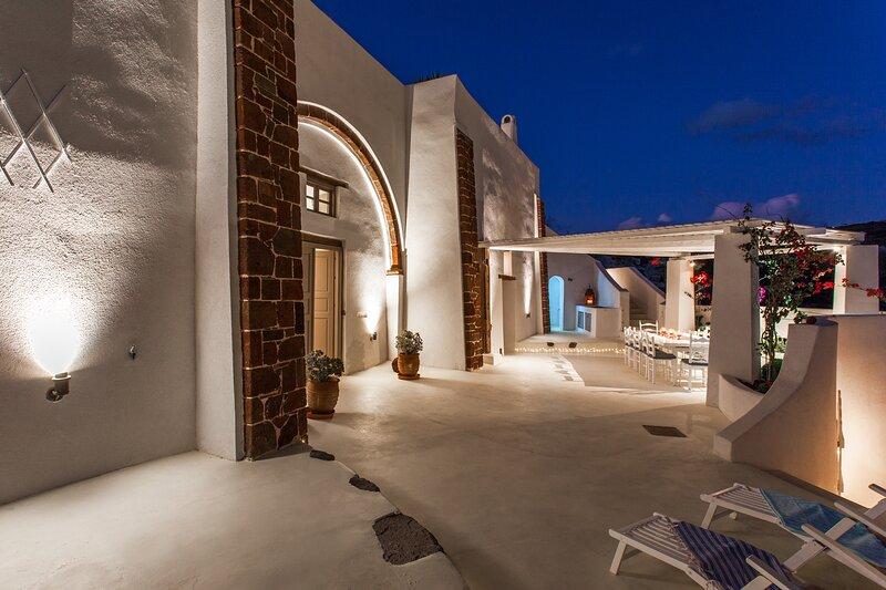 The Winery Estate, Spacious, Private, Sleeps 12, location de vacances à Megalochori