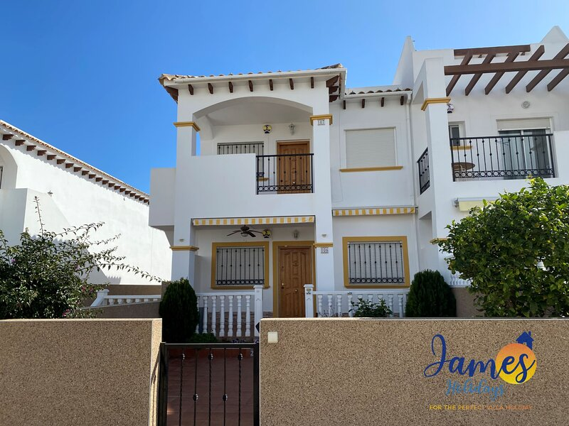 La Cinuelica R14 1st flr apt overlooking pool L182, holiday rental in Punta Prima