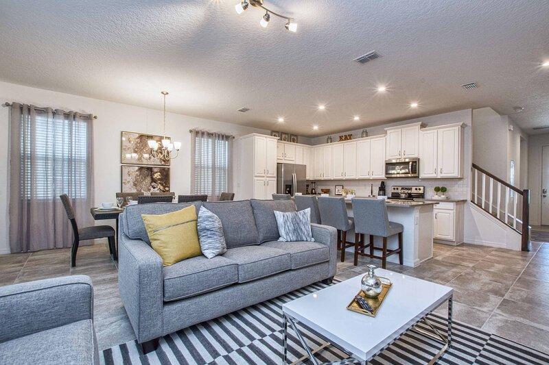 5 Bedrooms Townhome w- Splashpool - 8205SA, alquiler de vacaciones en Orlando