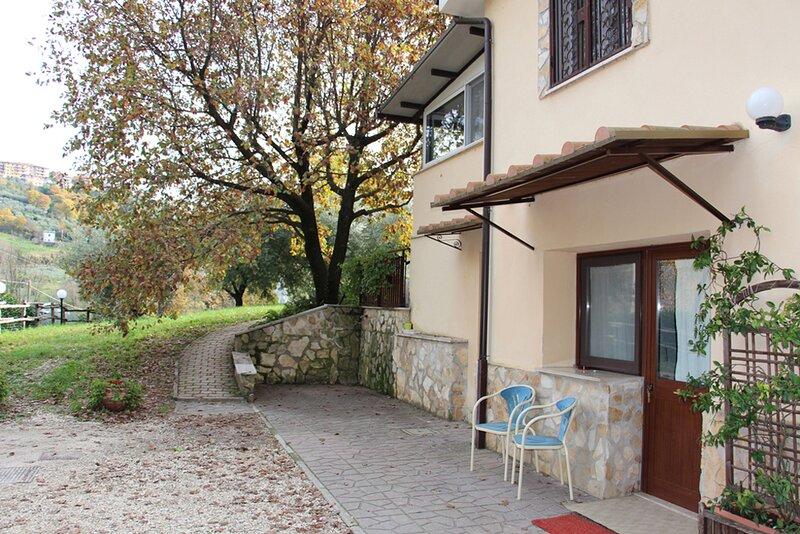 Country House Villa Pietro Romano ap. Rustico, holiday rental in Castel Madama