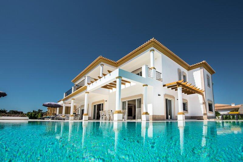 Quinta Ottilie Luxury 14 Bedroom Villa With Two Great Pools, aluguéis de temporada em Olhos de Água