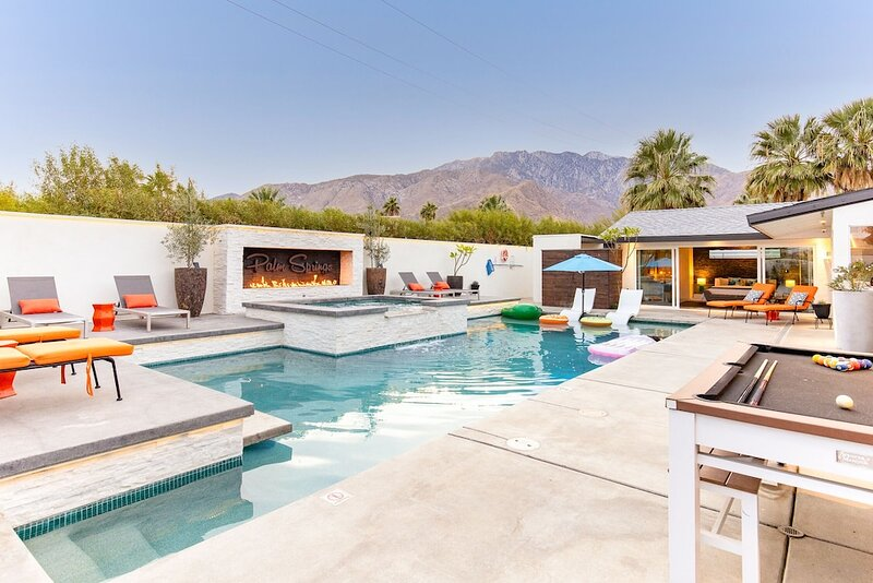 Relax in a SAFE, CLEAN and Luxury Villa and Top Rated Palm Springs Oasis, casa vacanza a North Palm Springs