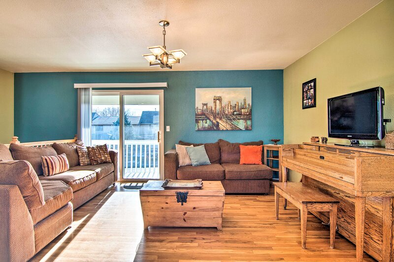 NEW! Spacious Lafayette Retreat - 20 Mi to Denver!, holiday rental in Broomfield