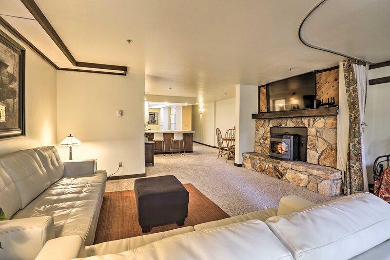 NEW! Incline Village Condo: 1 Mi to Town + Slopes!, alquiler de vacaciones en Carson City