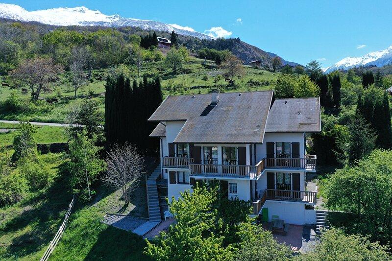 Maison de la Tour-Appartement 8/12p Collet Blanc, holiday rental in Saint Michel de Maurienne