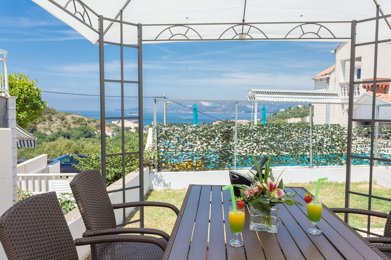 Apartments Oleander Sea View - One Bedroom Apartment with Terrace and Sea View, holiday rental in Zvekovica