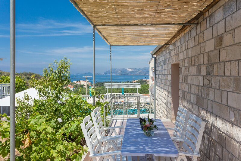 Apartments Oleander Sea View - Three Bedroom Apartment with Terrace and Sea View, holiday rental in Zvekovica