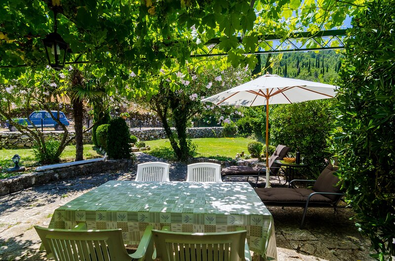 Holiday Home B&D - One Bedroom Holiday Home with Terrace, holiday rental in Zastolje