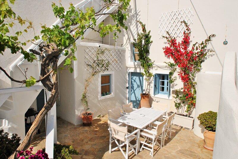 Cavern house Helios, Ferienwohnung in Santorin