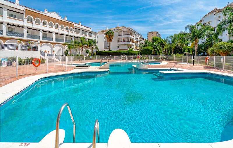 Awesome apartment in Benalmádena with Outdoor swimming pool, WiFi and 3 Bedroom, vakantiewoning in Torrequebrada