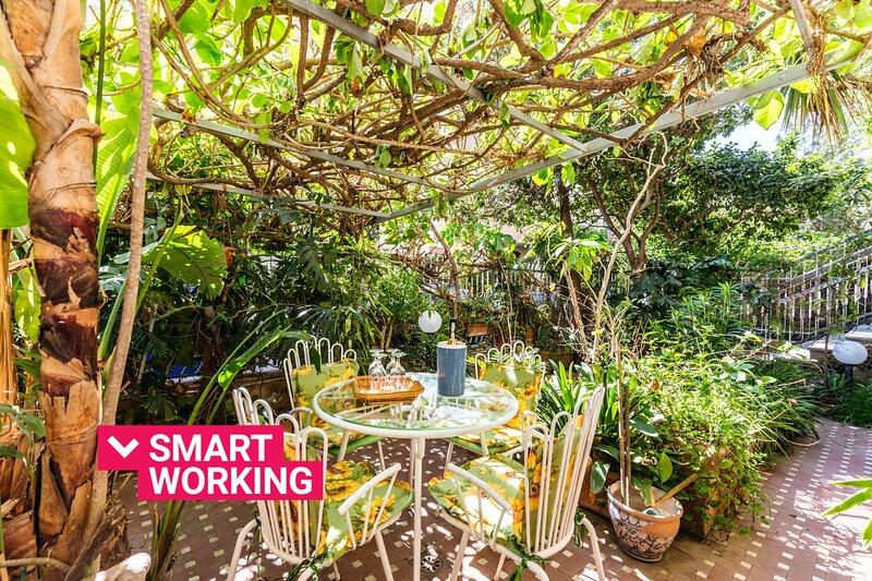 Casa Sole Luna with garden by Wonderful Italy, alquiler vacacional en Landro