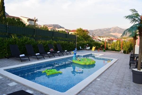 Villa Daniela - Four Bedroom Villa with Pool, location de vacances à Solin