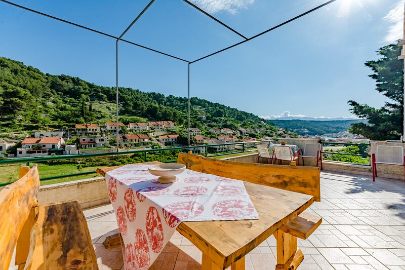 Stone House Mirjana - Two Bedroom Apartment with Sea View, vacation rental in Pucisca