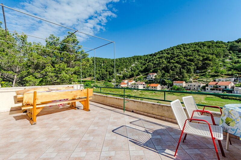 Stone House Mirjana - Studio Apartment, vacation rental in Pucisca
