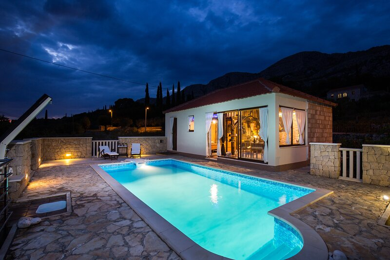 Lazuština Paradise - Holiday Home with Swimming Pool, holiday rental in Destrnik