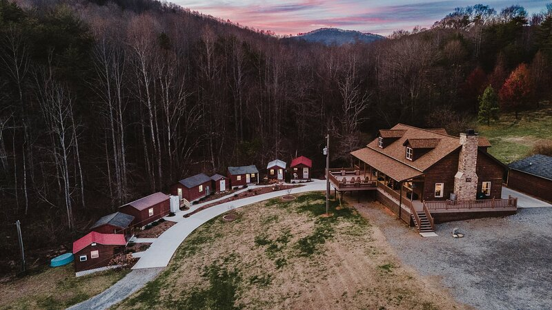 Weaverville Cabin on 50 Private Acres w/ 6 Cabins, vacation rental in Moravian Falls