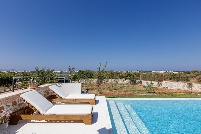 Alba Bianca Villa, a Secluded Retreat, holiday rental in Analipsi