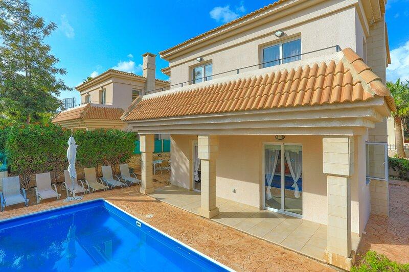 Villa Artemis - Protaras: Private pool, walk to the beach, Ferienwohnung in Pernera