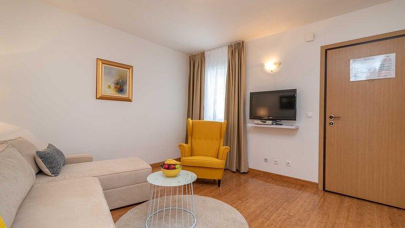 Charming holiday apartment Dalia I. (101) near Trogir - EOS CROATIA, holiday rental in Donji Seget