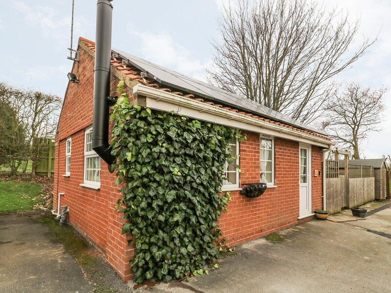 WEE WOODY, bungalow, underfloor heating, WiFi near Cottingham, Ref 929127, holiday rental in Skidby