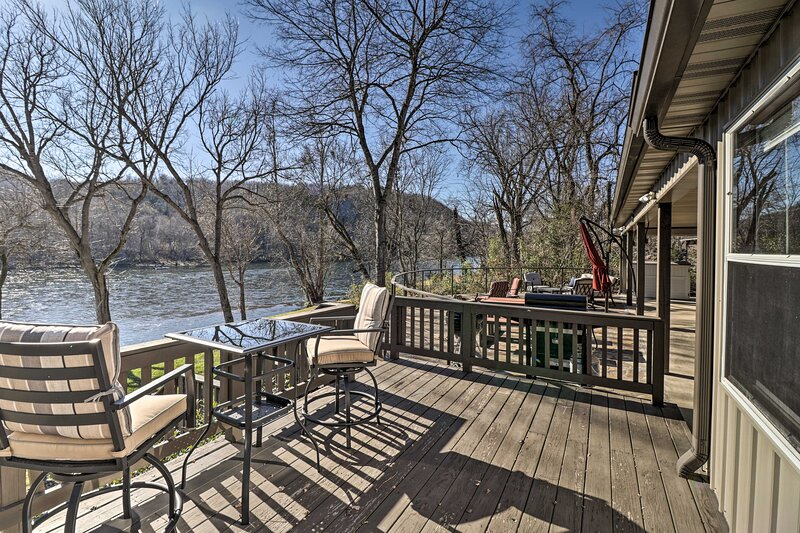NEW! White River Fishing Escape w/ Deck & Patio!, holiday rental in Gassville