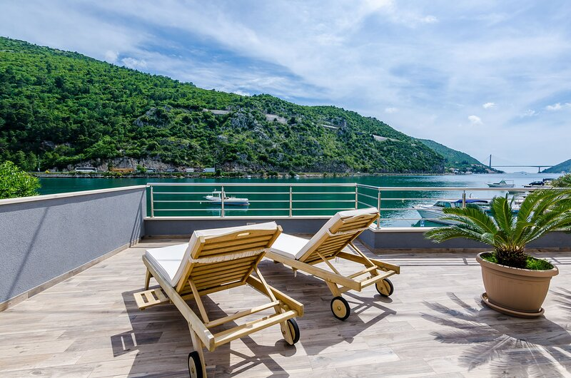 Apartment A&S - Two Bedroom Apartment with Terrace and Sea View, vacation rental in Gornje Obuljeno