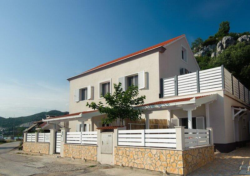 Villa Kata - One Bedroom Apartment with Sea View, alquiler vacacional en Vid