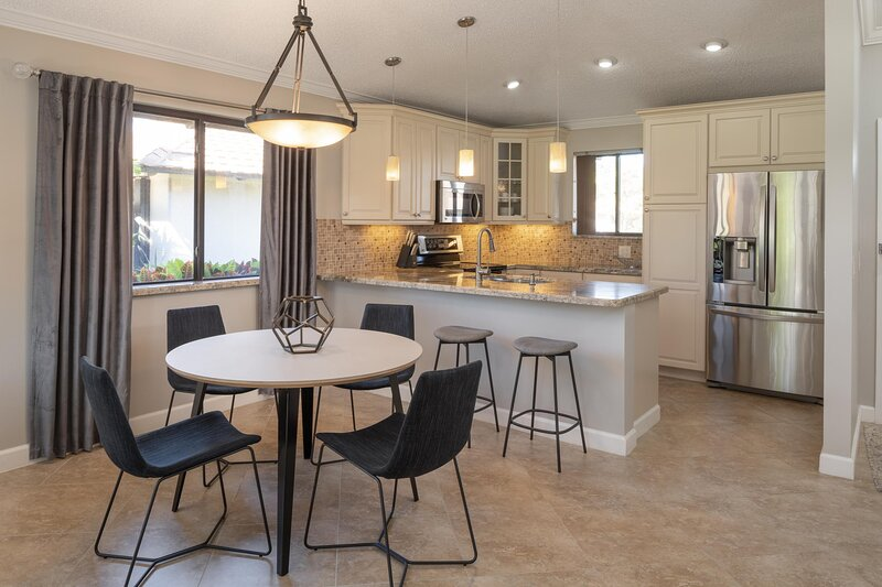 PGA National Resort and Spa - Two Bedroom Cottage King and Twin Beds, holiday rental in Loxahatchee