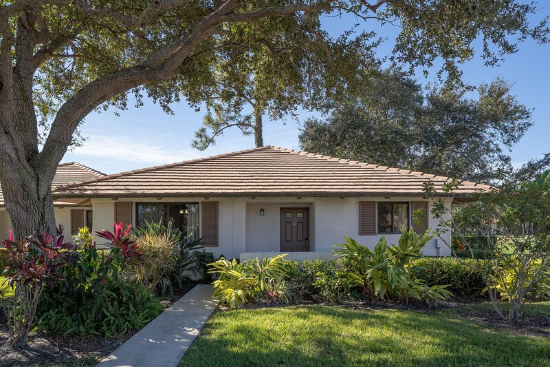 PGA National Resort and Spa - Two Bedroom Cottage Double Beds, holiday rental in Loxahatchee
