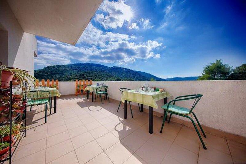 Apartments Bruna Lastovo-Superior OneBedroom Apartment with Balcony and Sea View, aluguéis de temporada em Ubli