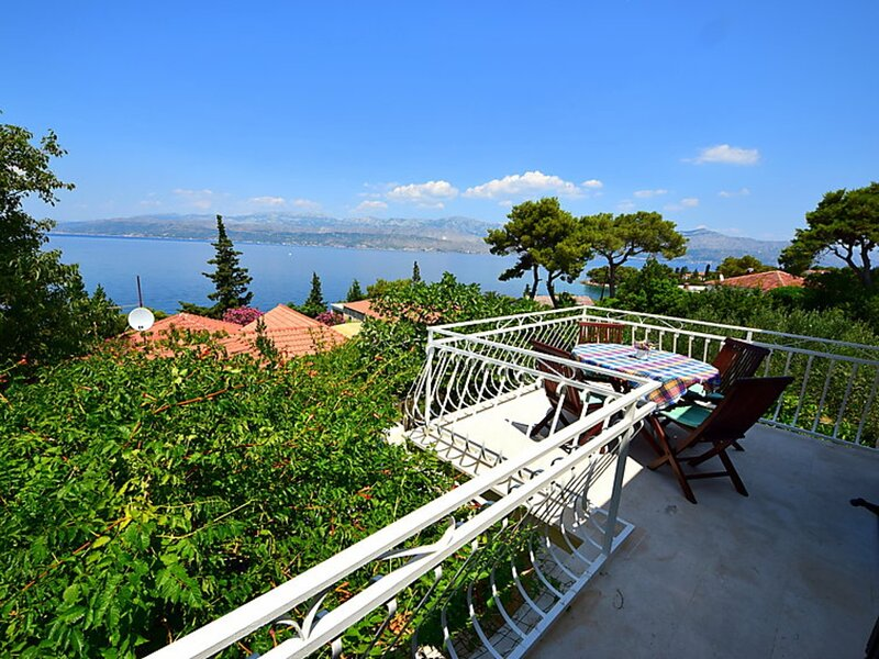 Holiday Home Jasna - Three Bedroom House with Terrace and Sea View, holiday rental in Splitska
