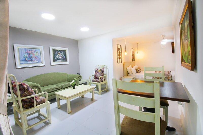 Alquiler De Apartamentos Amoblados En Centenario, vacation rental in Pichinde