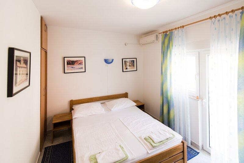 Villa Katarina - Double Room with partial Sea View, vacation rental in Ruskamen