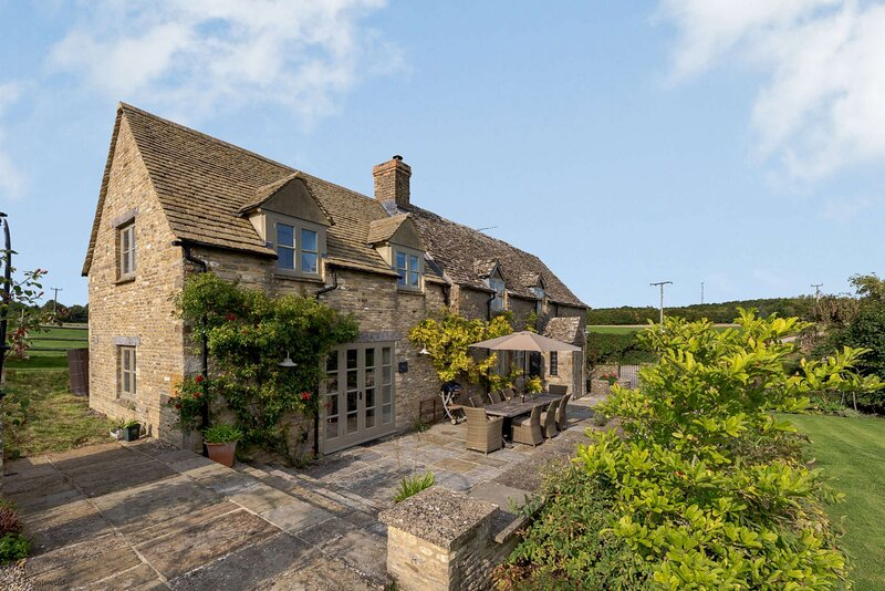 Charming Cotswold Cottage near Burford, vacation rental in Burford