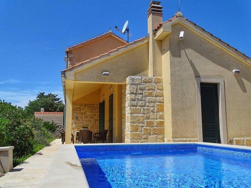 Villa Laurel - Three-Bedroom Villa with Private Pool, casa vacanza a Donji Humac