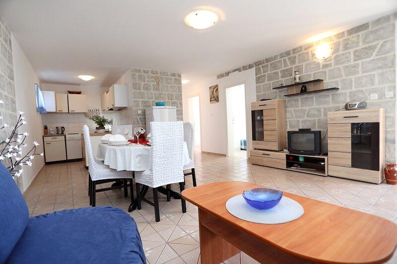 Apartment Meri - Two Bedroom Apartment with Balcony, holiday rental in Veliki Drvenik
