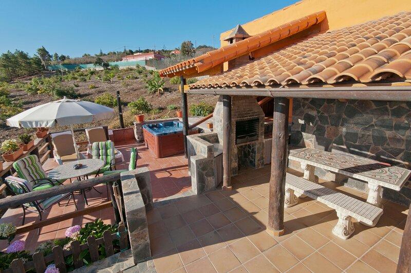 House - 2 Bedrooms - 106805, holiday rental in Banaderos