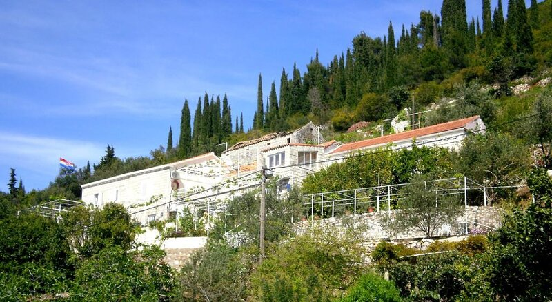 Apartments Cervelin - Two-Bedroom Apartment with Two Terraces and Sea View, holiday rental in Lopud